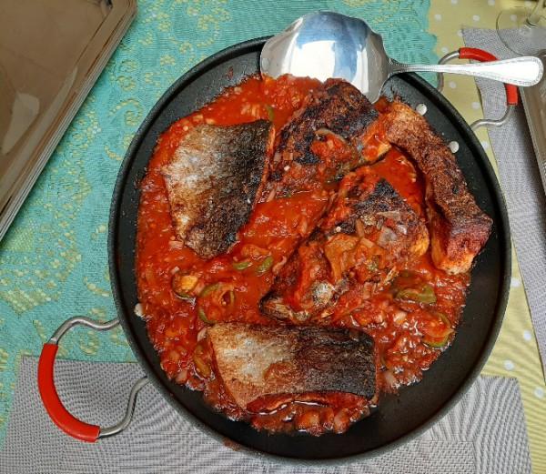 Verse vissen saus (zalm): Agbame dessi