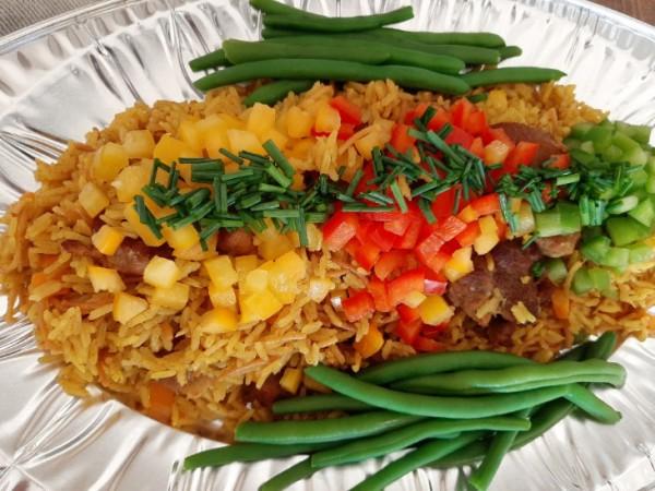 Riz cantone (geroosterd spaghetti  + rijst  in oven samen gebakken met vlees + verse groenten )
