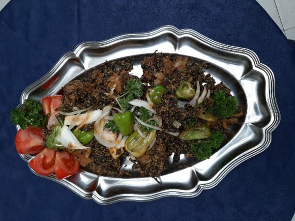 Ndolè of ALOMA met koeien vlees / vis / voet van koe