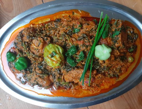 Saus gboma met vlees of vis