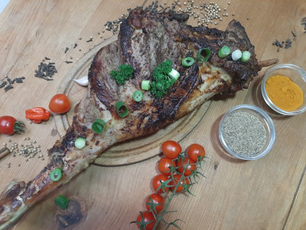 Gigot d'agneau :lamsbout(26.60 euro/pers